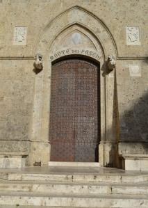 tuscbankdoor